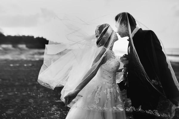 Ponadczzasowa suknia ślubna